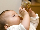 Bottle after one year of age: increased risk of obesity