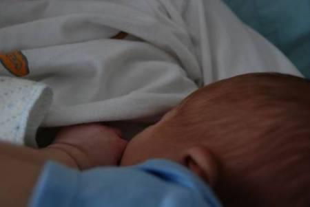 breastfeed-s